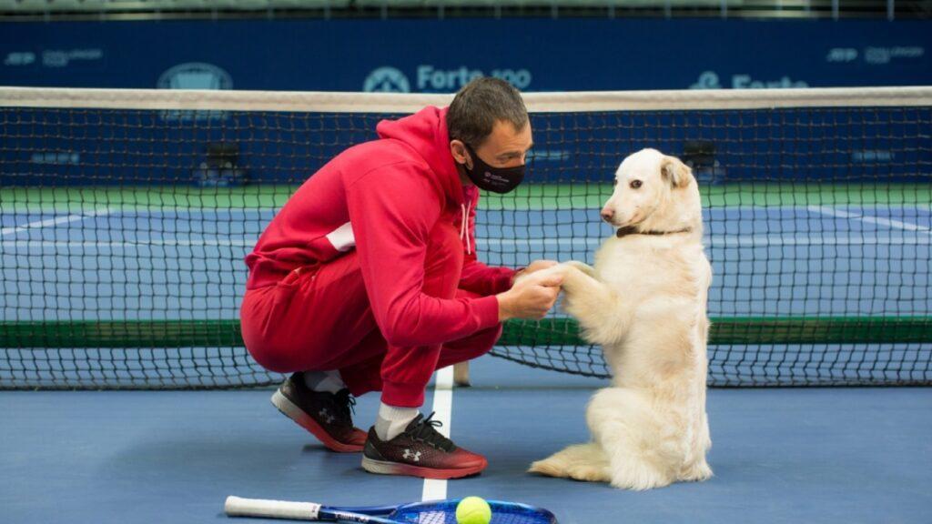 Aleksandr Nedovyesov with a shelter dog